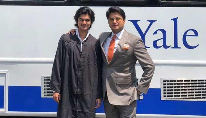 ज्योतिरादित्य सिंधिया ने शेयर की बेटे की PHOTO, इस एक्टर ने दी हीरो बनाने की सलाह...