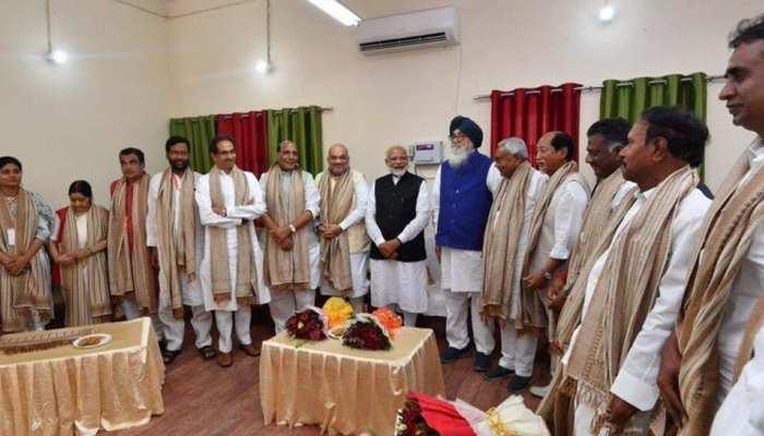 Exit Poll के बाद बीजेपी भी सक्रिय, अमित शाह ने आज एनडीए के दलों को बुलाया डिनर पर