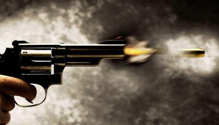 दो परिवारों के बीच था विवाद, मामला सुलझाने आए सरपंच पति, चली गोली और फिर...