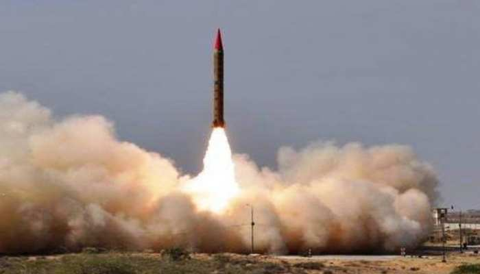 VIDEO: इधर भारत बीजेपी की जीत के जश्न में डूबा था, उधर पाकिस्तान ने कर दिया बैलिस्टिक मिसाइल का टेस्ट