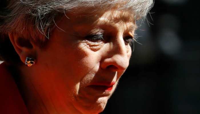 ब्रिटेन: रोते हुए प्रधानमंत्री थेरेसा मे ने की इस्तीफे की घोषणा