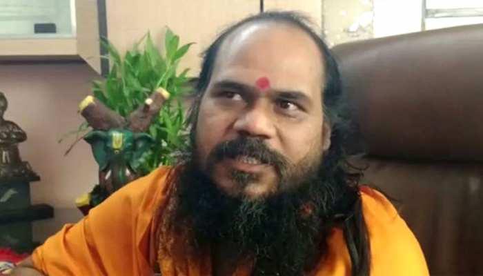 दिग्विजय के लिए 'मिर्ची यज्ञ' करने वाले संत पर गिरी गाज, निरंजनी अखाड़े ने दिखाया बाहर का रास्ता