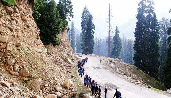 भारी भूस्खलन के बाद जम्मू-श्रीनगर राष्ट्रीय राजमार्ग किया बंद