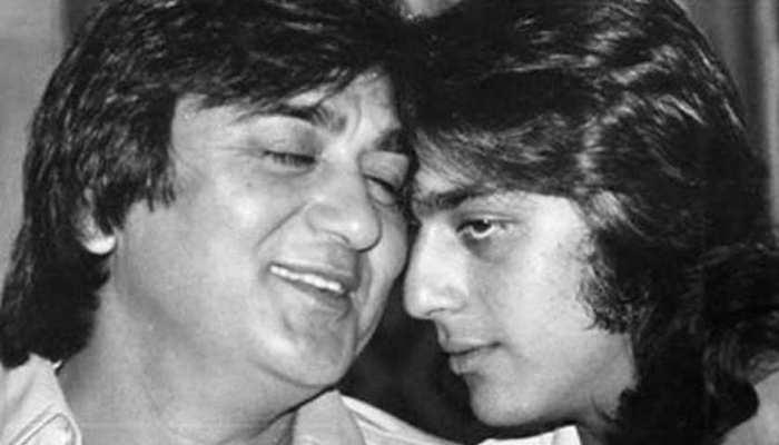 PHOTO : सुनील दत्त की पुण्यतिथि पर इमोशनल हुए संजय दत्त, पिता के साथ बिताए पल किए याद