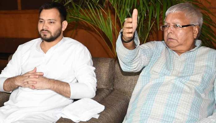 बिहार: महागठबंधन में महाभारत जारी, विरोधी छोड़ अपनों से भी घिरी आरेजेडी