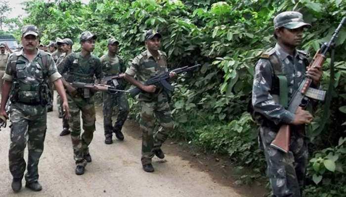 गढ़चिरौली के जंगलों में पुलिस और नक्सलियों के बीच एनकाउंटर जारी