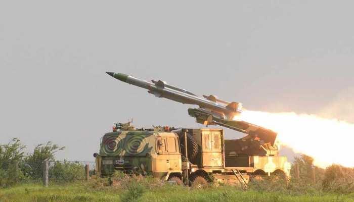 DRDO ने जमीन से हवा में मार करने वाली आकाश-1S मिसाइल का किया सफल परीक्षण