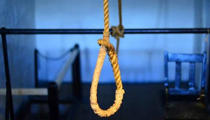 मथुरा: ब्लैकमेलिंग-धमकियों से तंग आकर किशोरी ने फांसी लगाकर की आत्महत्या