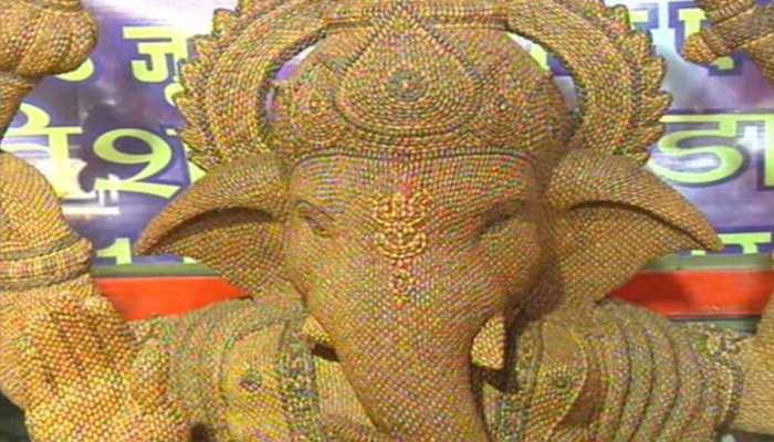 Photos: Man Make lord Shiv family idols using 22 lakh 51 thousand Shivlingi Seeds
