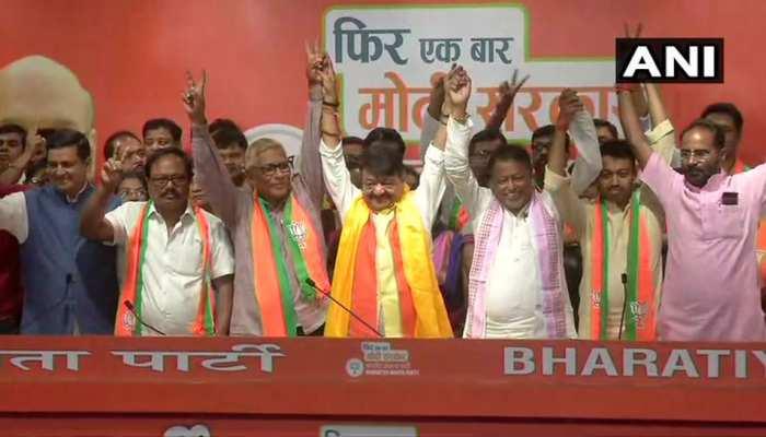 पश्चिम बंगाल: ममता बनर्जी को बड़ा झटका, TMC के दो विधायक समेत कई पार्षद BJP में शामिल
