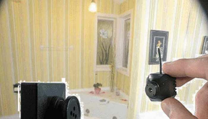 पर्यटक होटल में कर रहे थे सोने की तैयारी, पंखे पर दिखा हिडन कैमरा और फिर
