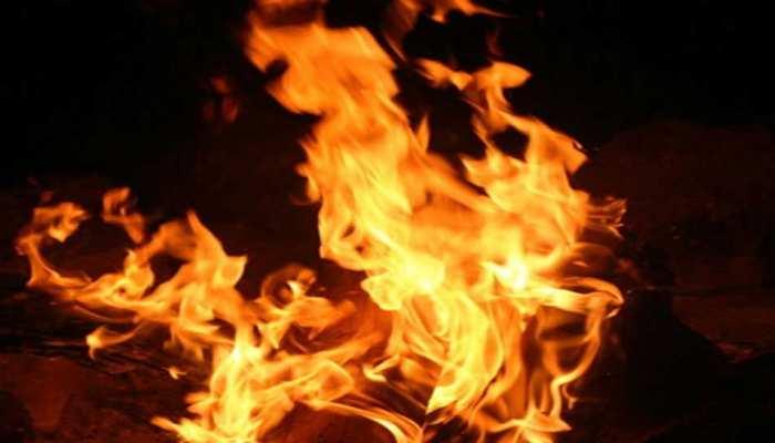 कौशांबी: हाईटेंशन तार की चपेट में आने से DJ लदा वाहन जलकर खाक, 5 लोग बाल-बाल बचे