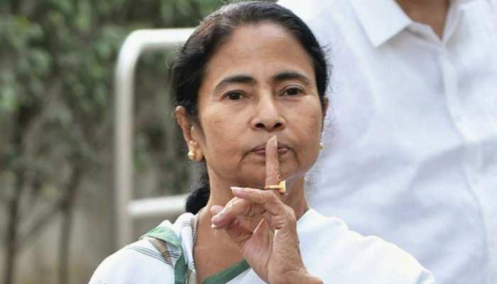 BJP की सेंधमारी के बाद TMC विधायकों की सियासी भगदड़ पर आखिर क्यों खामोश हैं 'दीदी'?