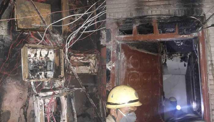 दिल्ली: गर्ल्स हॉस्टल में इलेक्ट्रिक पैनल में लगी आग, 50 लड़कियों को किया रेस्क्यू , एक ने लगाई छलांग