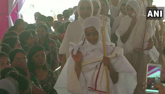 सूरत: 12 साल की उम्र में छोड़ दिया सांसारिक मोह, जैन दीक्षा लेकर बन गई संन्यासी