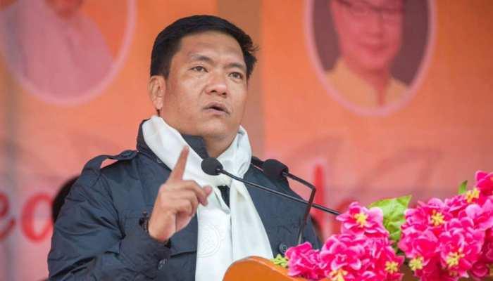 अरुणाचल प्रदेश के नए मुख्यमंत्री पेमा खांडू, राज्यपाल ने दिलाई शपथ