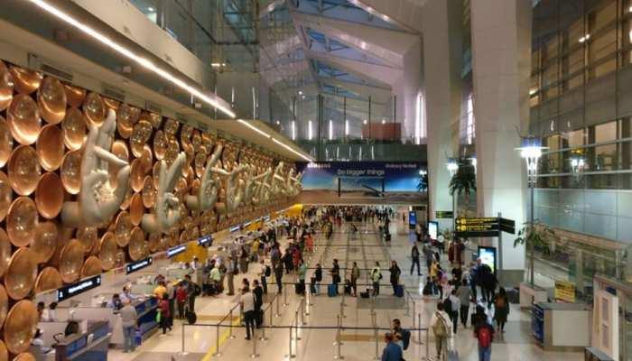 एयरपोर्ट के चेक-इन एरिया में चहल कदमी पड़ी भारी, पहुंच गए सलाखों के पीछे