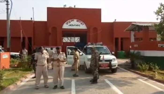 बिहार के चर्चित जहानाबाद जेल में छापेमारी, कैदियों में मचा हड़कंप