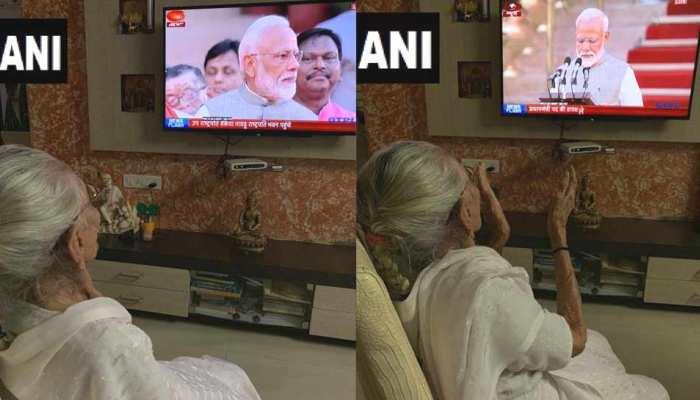 नरेंद्र मोदी ले रहे थे प्रधानमंत्री पद की शपथ, मां हीराबेन ने टीवी पर देख यूं बजाईं ताली
