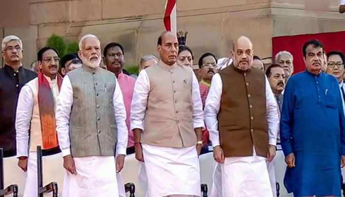 नए मंत्रिमंडल में कुछ नेताओं का बढ़ा दर्जा, कई ने दूसरे कार्यकाल के लिए ली शपथ