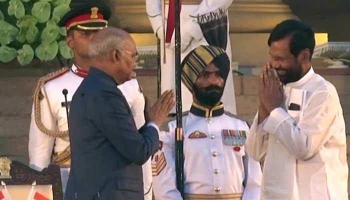 मंत्री पद की शपथ लेने के बाद रामविलास पासवान गदगद, PM मोदी की दी बधाई