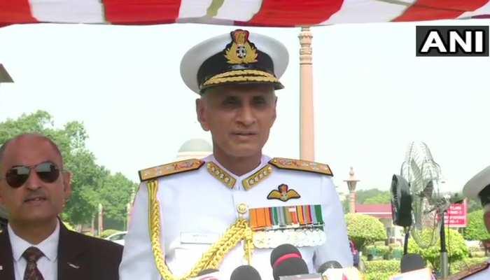 एडमिरल करमबीर सिंह ने नौसेना प्रमुख के तौर पर कार्यभार संभाला