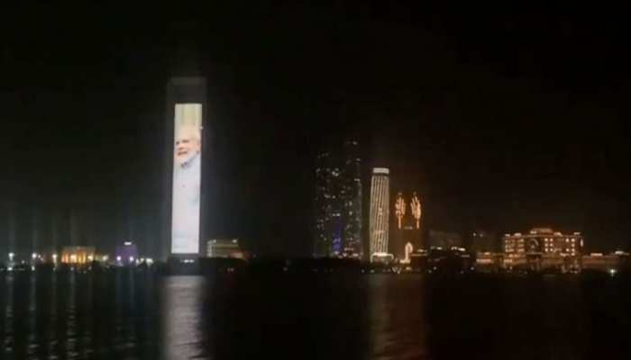 PM मोदी भारत में ले रहे थे शपथ, जश्न में ऐसा रोशन हुआ UAE, देखें VIDEO