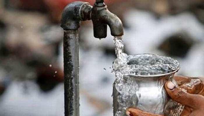 जांजगीर में तपती गर्मी में जन सेवा करता है 66 साल का बुजुर्ग, मुसाफिरों को पिलाता है मुफ्त पानी