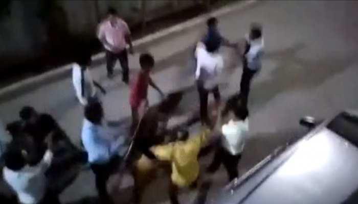 मथुरा: कार पार्किंग को लेकर हुआ विवाद, डॉक्टर को लाठी-डंडों से पीटा, केस दर्ज