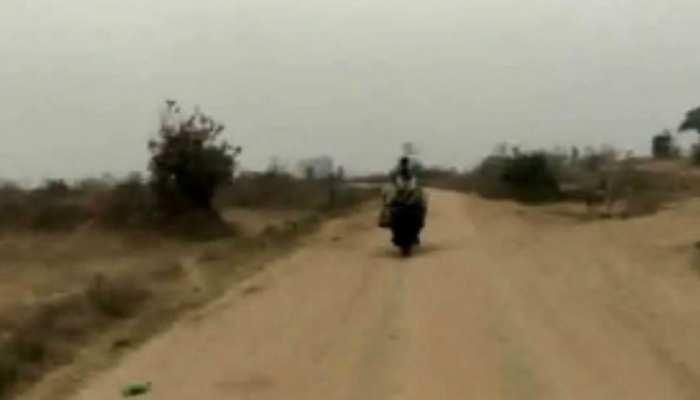 बोकारो: बेरमो मे बडे पैमाने पर साईकिल और बाइक से ढोया जा रहा है कोयला