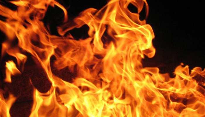 कैमूर: लकड़ियों के गोदाम में लगी भीषण आग, कड़ी मशक्कत के बाद बुझाई गई आग