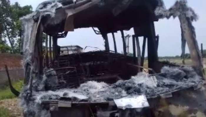 मधुबनीः सड़क हादसे में बाइक सवार की मौत, स्थानीय लोगों ने बस फूंका