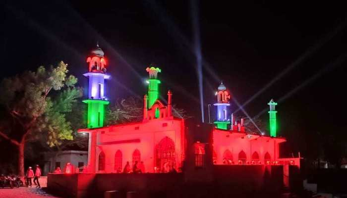 Tonk:  Mosque colored in the color of the Tricolor on Eid, become center of attraction for Hindus as well, see PICS