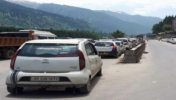 Himachal Pradesh: vehicular traffic jam on Leh-Manali Highway