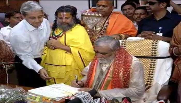 अश्विनी चौबे ने ग्रहण किया स्वास्थ्य राज्यमंत्री का पदभार, मेट्रो से पहुंचे ऑफिस