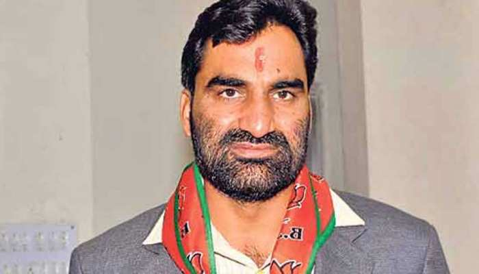 राजस्थान में विधायक हनुमान बेनीवाल व नरेंद्र कुमार ने इस्तीफा दिया