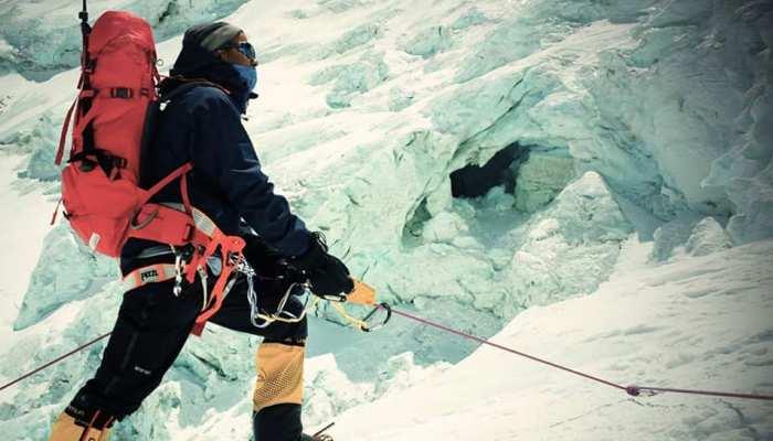 एवरेस्ट फतह करने वाले पहले IAS अफसर ने हिमालय के शिखर से की जल संरक्षण की अपील