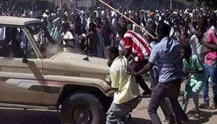 सूडान: लोकतंत्र समर्थक प्रदर्शनकारियों पर सैन्य कार्रवाई में मरने वालों की संख्या 60 हुई