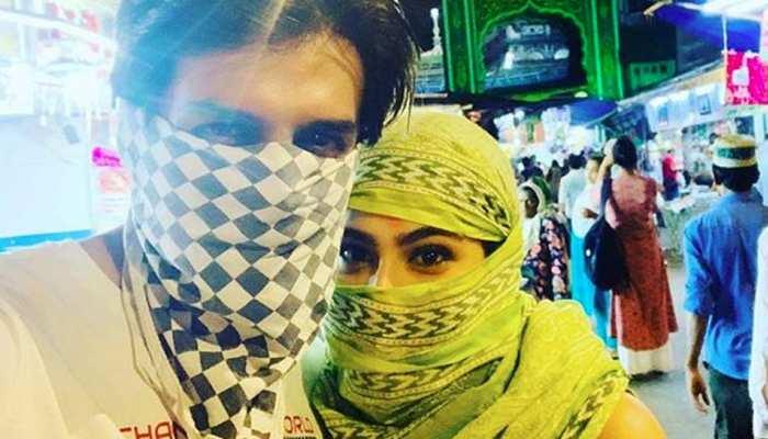 PHOTO: सारा अली खान ने कार्तिक आर्यन के साथ मनाई ईद, चेहरा छुपाकर पहुंच गए दरगाह