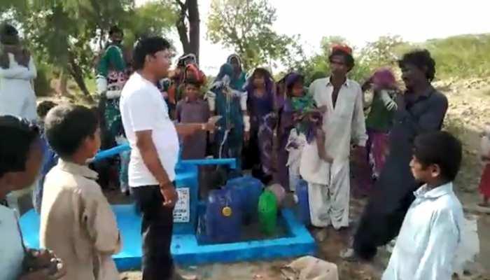 भारतीय कारोबारी की दरियादिली, पाकिस्तान के बेहद गरीब जिले में 62 हैंडपंप लगवाए, अनाज भी भिजवाया