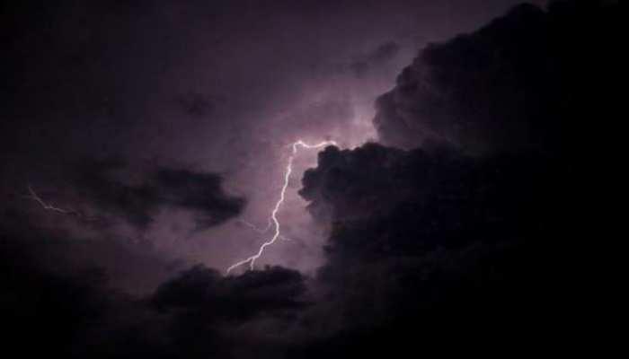 मुरादाबाद में बारिश से गिरे पेड़ और बिजली के खंभे, हाईवे पर जाम