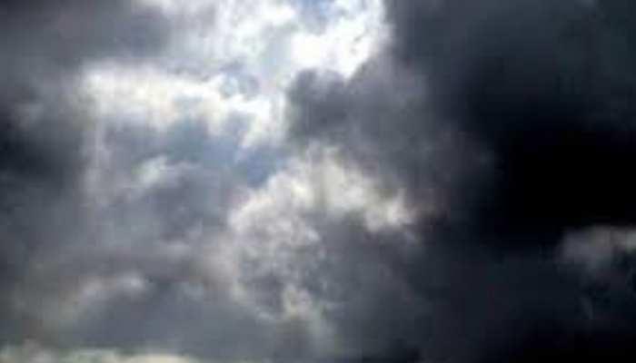 शेरगढ़: आसमान में छाए रहे बादल, तेज उमस के बीच बारिश का इंतजार