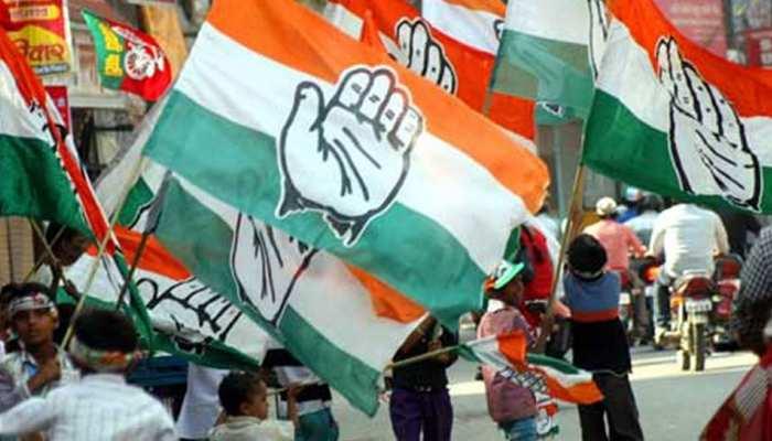 विधायक दल बदल के चलते तेलंगाना में कांग्रेस ने किया प्रदर्शन