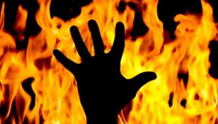 उदयपुर: सड़क पर चलती कार में अचानक लगी आग, हुई जलकर खाक
