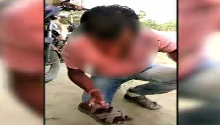 मोतिहारी में एक ठग के पकड़े जाने पर सजा के तौर पर लोगों ने 'चटवाया थूक'