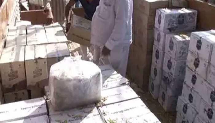 बिहारः कबाड़ लदे ट्रक में बना था तहखाना, 25 लाख की शराब जब्त