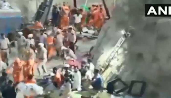 VIDEO : 150 फीट गहरे बोरवेल में फंसा रहा दो साल का बच्चा, 110 घंटे बाद बाहर निकाला गया, हुई मौत