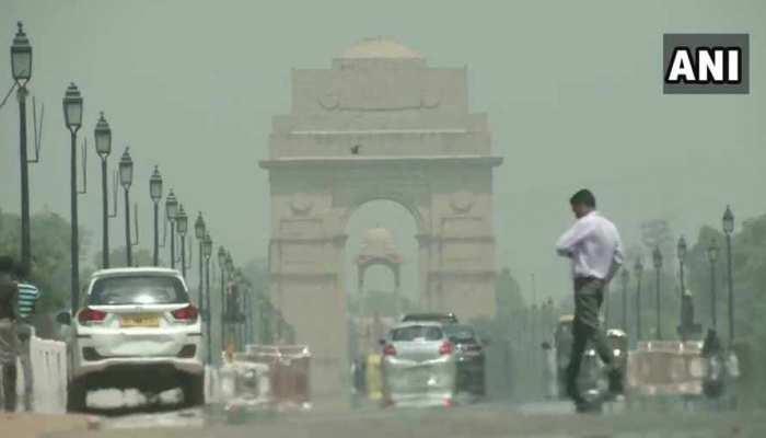 VIDEO: दिल्ली में तेज हवाओं से बदला मौसम का मिजाज, देर शाम हो सकती है बारिश