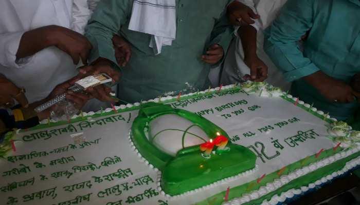 पटना: इंतजार करते रहे RJD कार्यकर्ता, लालू यादव के जन्मदिन कार्यक्रम में नहीं पहुंचे तेजप्रताप