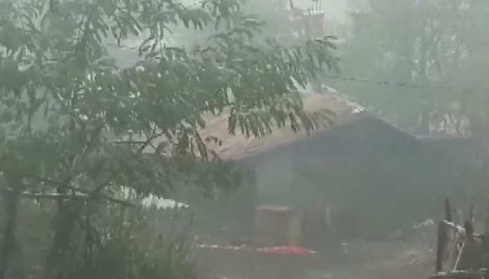 मुंबई तट के पास से गुजर रहा है 'वायु' चक्रवात, कल देगा गुजरात में दस्तक, दो दिन के लिए स्कूल बंद